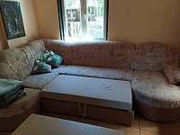 Rozložený gauč - pronájem chaty Tlumačov