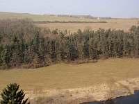 Pohled na vesnici od řeky