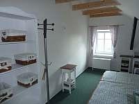 Dvoulůžkový pokoj s vlastní koupelnou a možností přistýlky, další pohled - Krsy