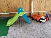 Hrací koutek pro děti v dřevěné přístavbě - Krsy