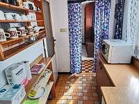 Kuchyň, pohled od okna - Hracholusky