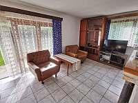 Obývací místnost - chata k pronájmu Hracholusky