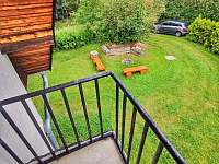 Pohled z balkonu - pronájem chaty Hracholusky