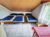Třílůžkový pokoj v patře - Hracholusky