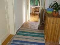 Společná chodba se verandou - pronájem apartmánu Bečov nad Teplou