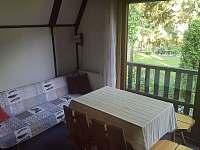 obytná kuchyň-rozkládací pohovka