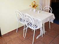 Velký apartmán - jídelní stůl - Karlovy Vary - Doubí