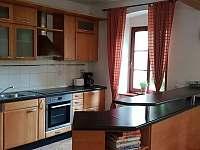 Kuchyně v přízemí - chalupa k pronajmutí Krásno - Dolní Hluboká