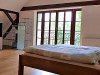 Ložnice s balkónem na zahradu - Krásno - Dolní Hluboká