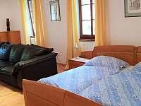 Ložnice v prvním patře - chalupa k pronájmu Krásno - Dolní Hluboká