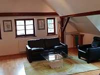 Sezení ložnice s pohledem na vesnici - Krásno - Dolní Hluboká