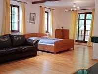 Sezení v ložnici v prvním patře - Krásno - Dolní Hluboká