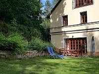 Veranda domu se sezením - chalupa k pronajmutí Krásno - Dolní Hluboká