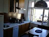Kuchyň ve velkém apartmánu - k pronájmu Bečov nad Teplou