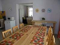 Jidelni stul v kuchyni